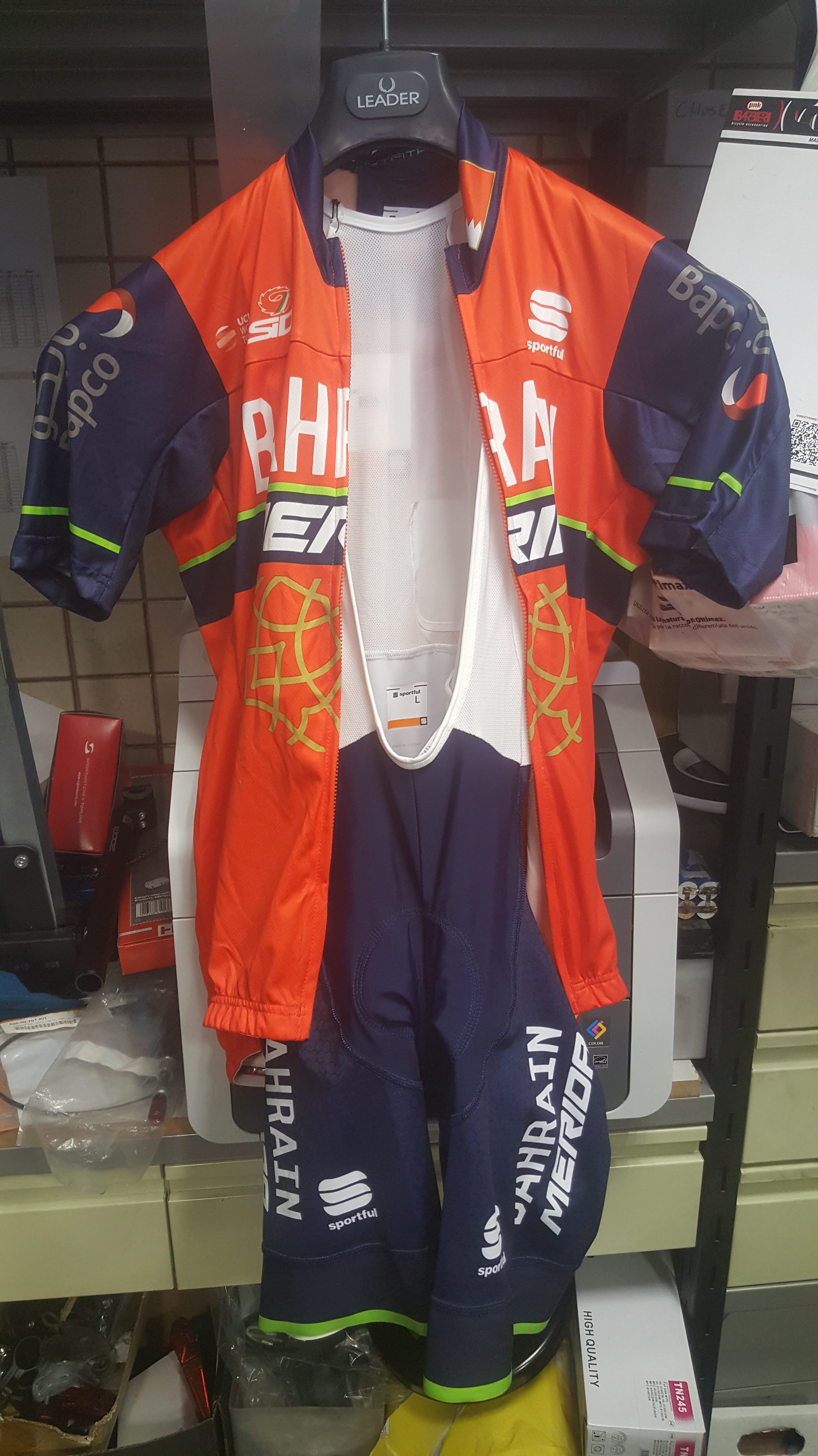 Completo Bahrain Merida 2018 - Bodyfit Sportful Team - Sport-Cycling 3ec6935d5